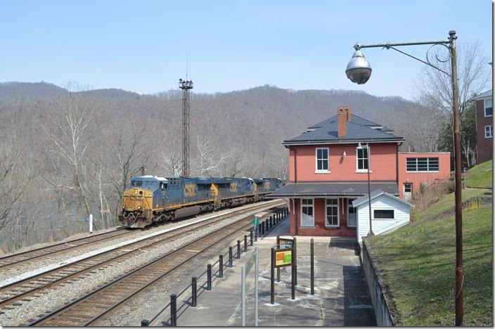CSX 727-781-5103 on T402-21 leave town with 110 DKPX (Duke Energy) loads. Hinton WV.